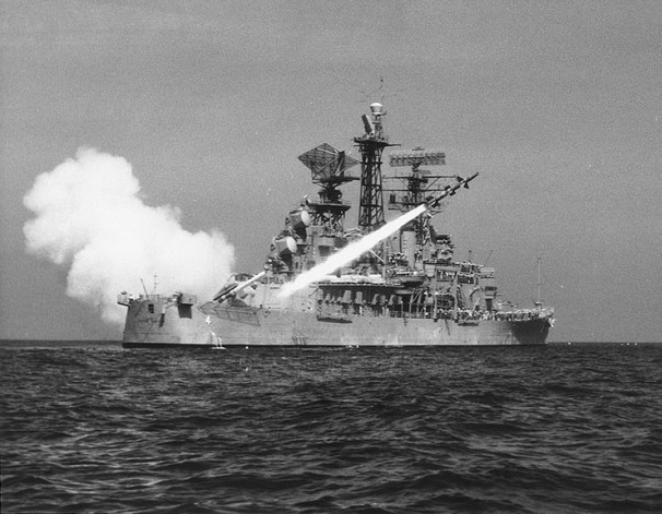 _USS_Little_Rock_(CLG-4)_fires_a_RIM-8_Talos_missile_on_4_May_1961_(NH_98953).jpg
