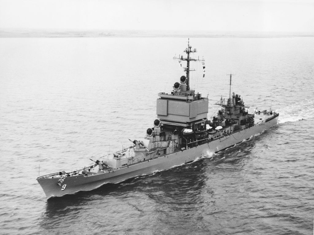 _USS_Long_Beach_(CGN-9)_underway_in_April_1963.jpg