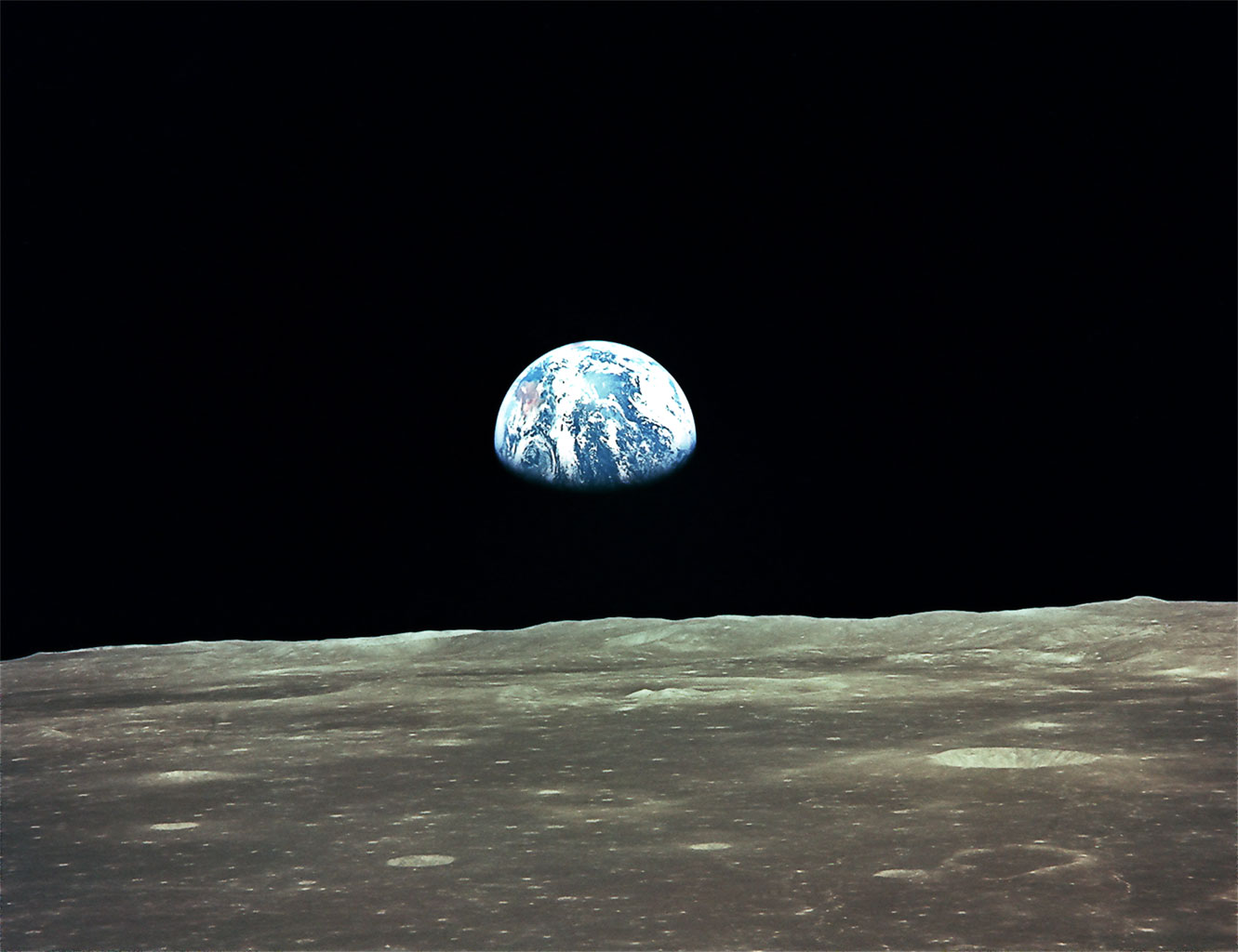 apollo-11-earthrise-4-9.jpg